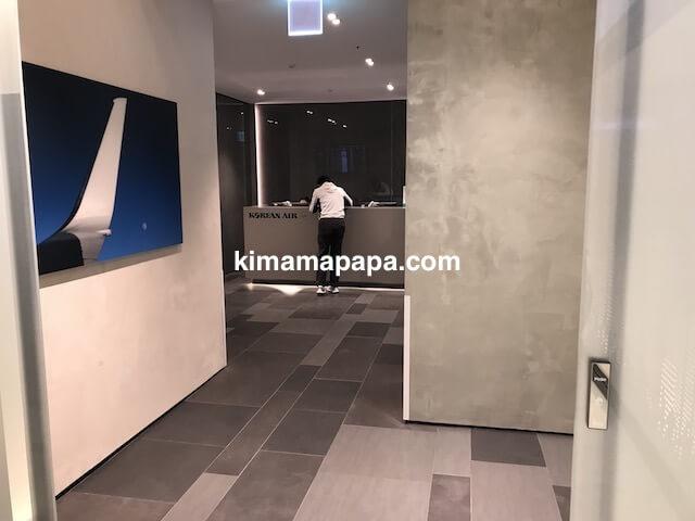 ソウル金浦空港、KALラウンジの受付