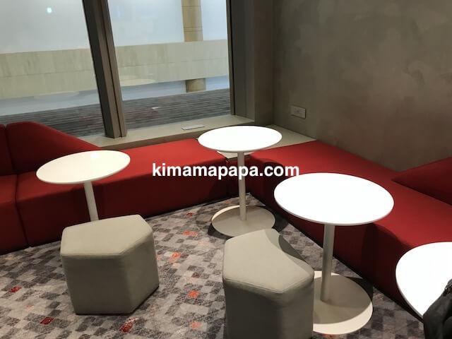 ソウル金浦空港、KALラウンジのソファー