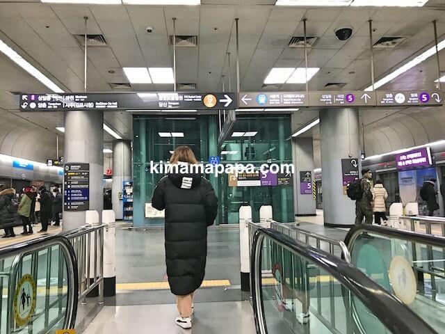 ソウル金浦空港、地下3階、空港鉄道ソウルへの出発ホーム