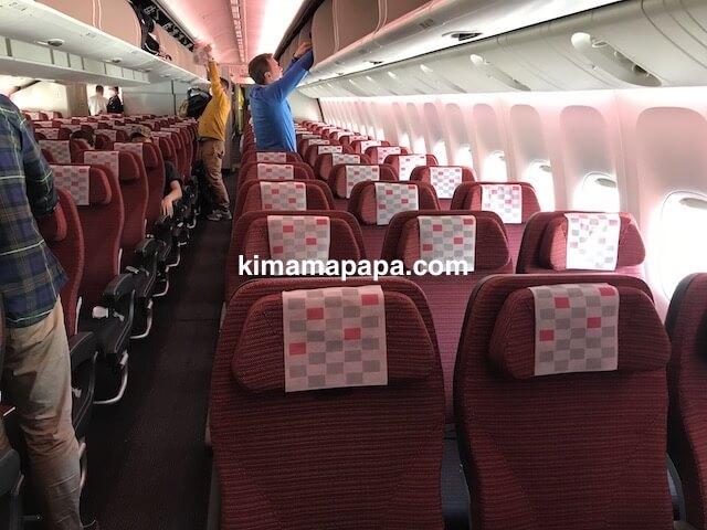ソウル金浦空港、JAL便ボーイング777-200のエコノミー