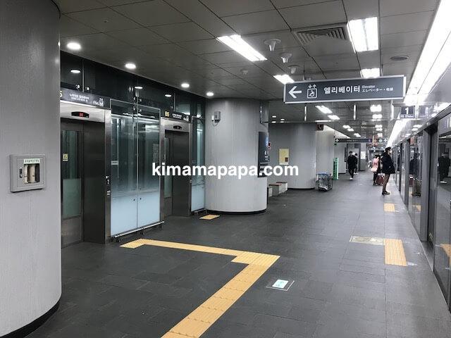 ソウル孔徳、空港鉄道の空港方面ホーム