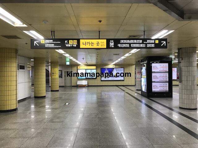 ソウル孔徳駅、地下1階の8番出口