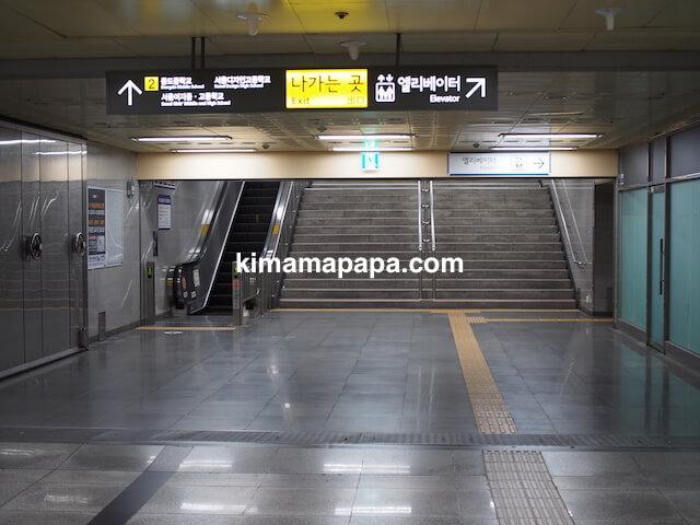ソウル孔徳駅、地下1階の2番出口