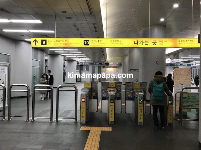 ソウル孔徳駅、空港鉄道の改札ゲート