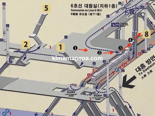 ソウル孔徳駅、8番出口への道順