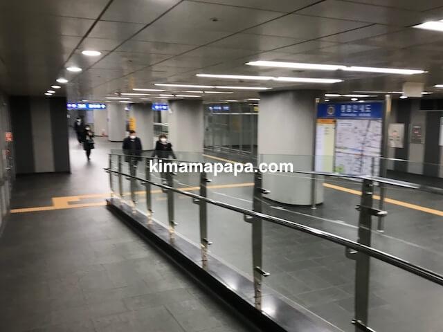 ソウル孔徳、孔徳駅9番出口付近