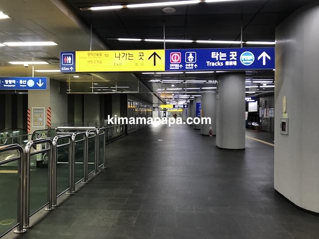 ソウル孔徳、孔徳駅内空港鉄道への案内