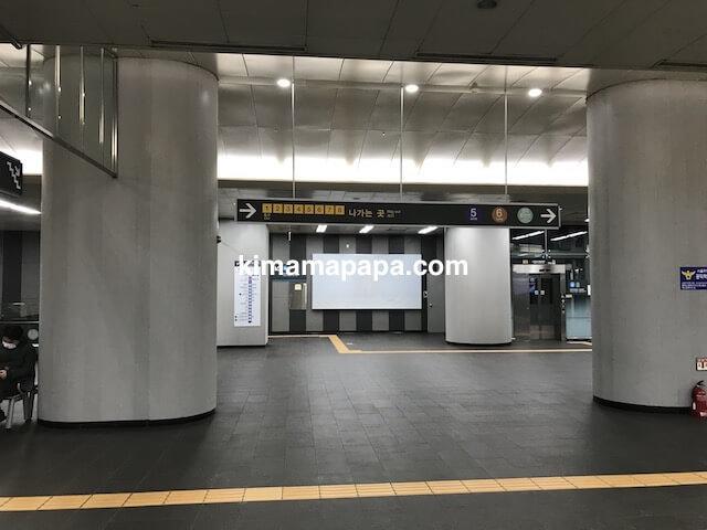 ソウル孔徳駅、1〜8番出口案内