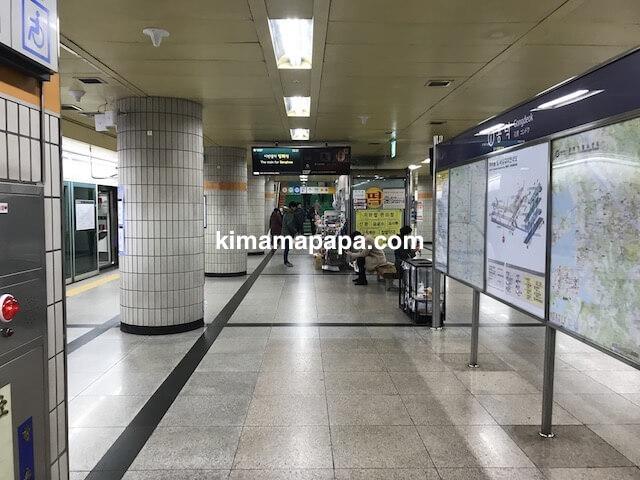 ソウル孔徳駅、地下3階の5号線ホーム