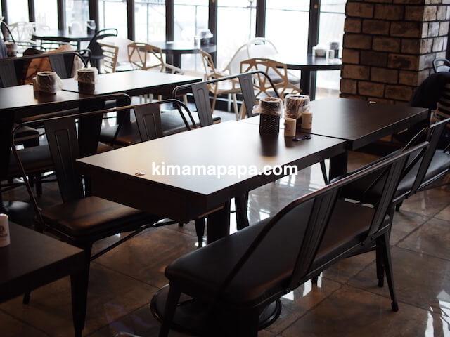 ソウルの弘大、bhcのテーブル