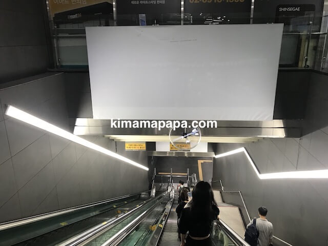 弘大入口(ホンデイック)駅のエスカレーター