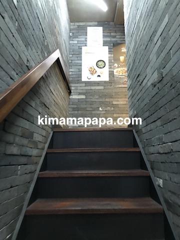 ソウル弘大、キョチョンチキンの2階への階段