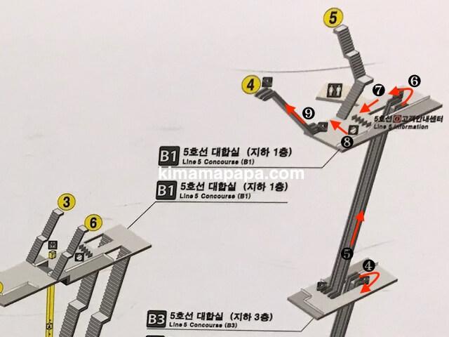 ソウルのチョンノサムガ駅、5号線から4番出口