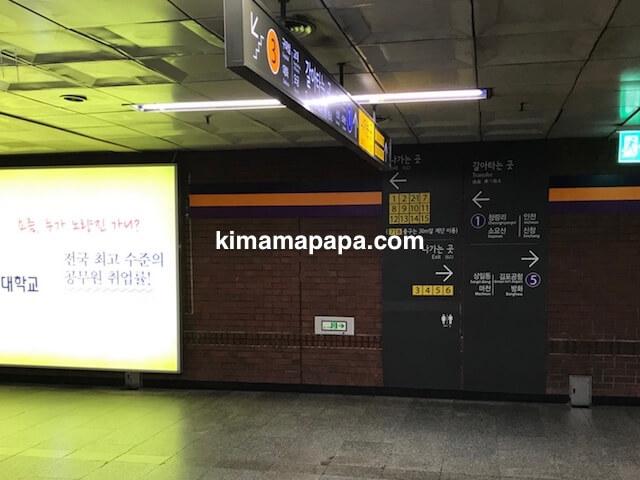 ソウルのチョンノサムガ駅、3号線コンコース