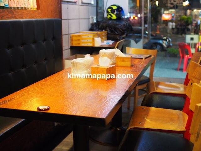 ソウル、ホンデイック、ネネチキンのテーブル