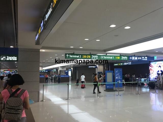 ソウル、仁川(インチョン)空港のコンコース