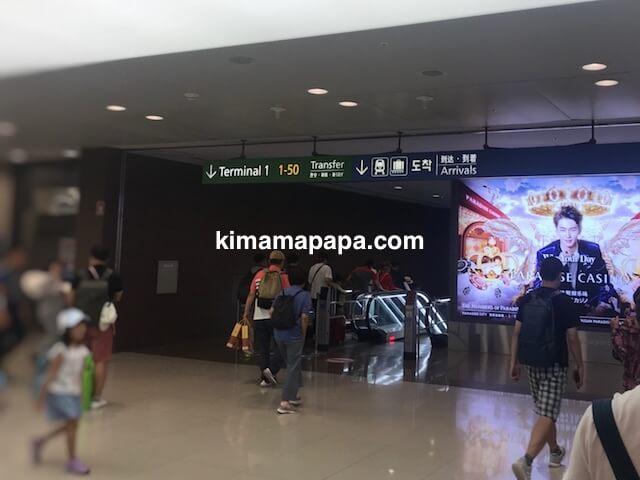 ソウル、仁川(インチョン)空港のコンコースからの乗り換え