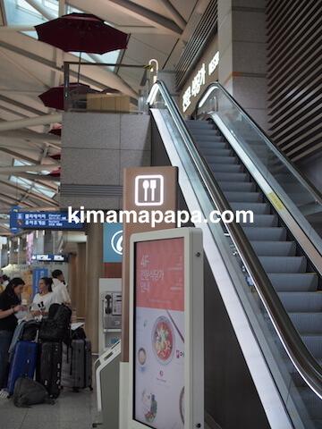ソウル、仁川(インチョン)空港の4Fへのエスカレーター