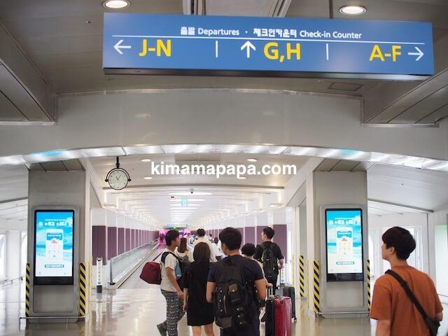 ソウル、空港鉄道駅から仁川(インチョン)空港への道