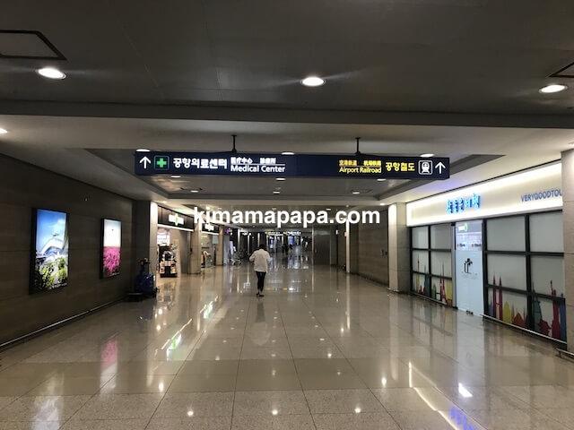 ソウル、仁川(インチョン)空港のA'REXまでの道