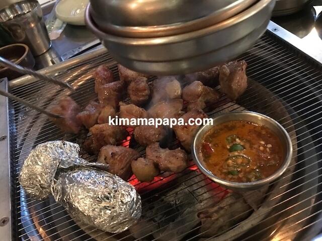 ソウル駅近く、熟成肉屋ドゥトムのモクサル