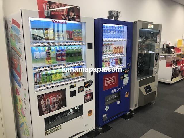 富山空港、国際線の出発ゲート付近の自販機