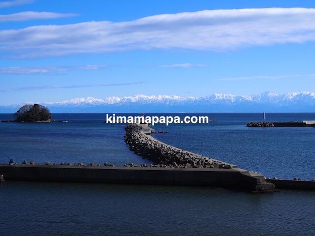 氷見市、比美乃江公園展望台から見た唐島と立山連峰