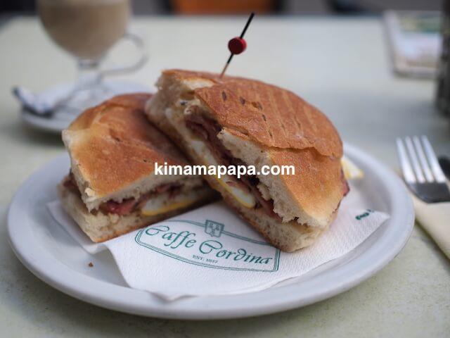ヴァレッタ、カフェ・コルドナのマルタ朝食