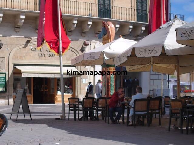 ヴァレッタ、カフェ・コルドナのテラス席