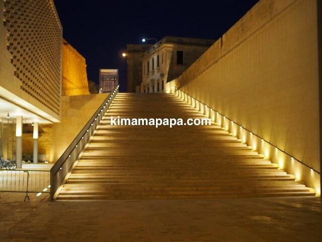ヴァレッタ・シティ・ゲート付近の階段